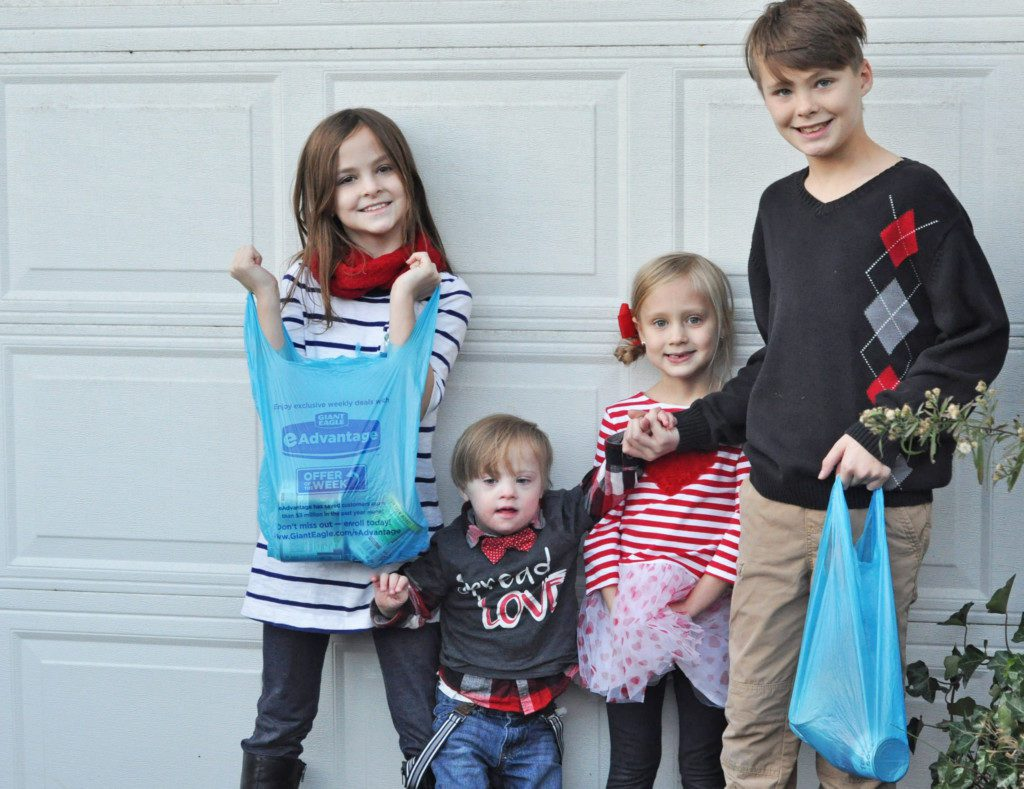 20 Ways To Give Back This Holiday Season