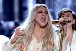 https://content3.promiflash.de/article-images/video_480/kesha-singt-bei-den-grammy-awards-2.jpg
