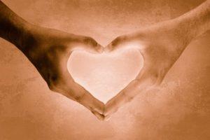 heartshaped-hands-1439591